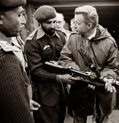 Osama-bin-Laden-con-Zbigniew-Brzezinski-002.jpg